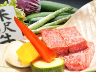 【 米沢牛 】上質な米沢牛ステーキを石焼プレートでお客様自身が焼きあげる == 3日前までの完全予約制 ==