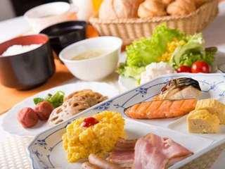 ご朝食|和・洋食料理食べ放題!ドリンク付きのバイキングをご用意しております。 ★営業時間 / 6:30~9:00